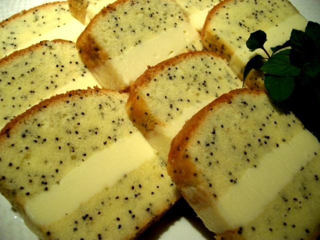 ポピーシードガナッシュチョコレートケーキ、1本分カット面(要冷蔵))