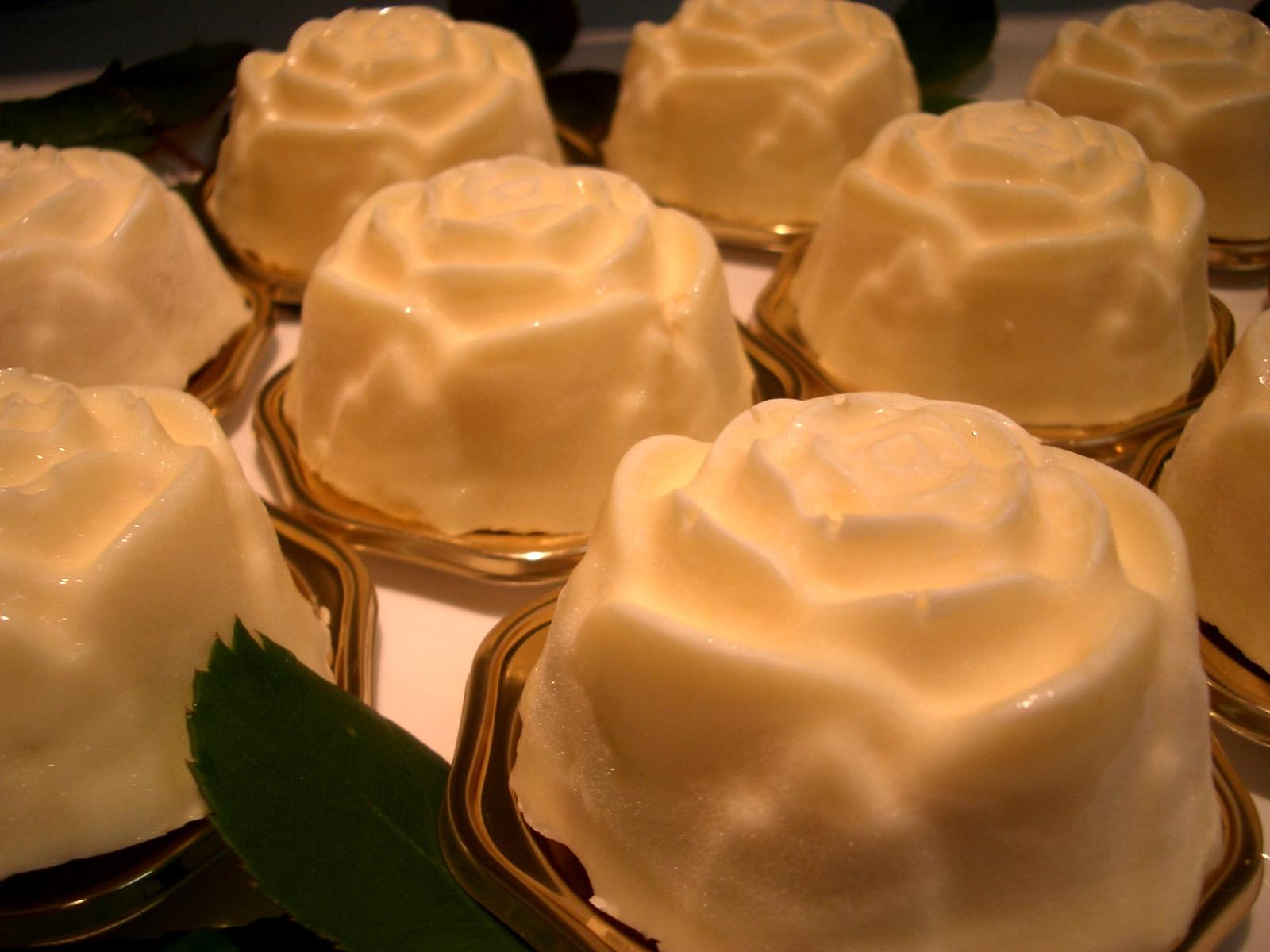 ローズババロワケーキ(要冷蔵)冷凍発送いたします。